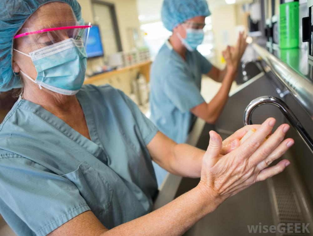 surgeons-washing-hands-in-sink